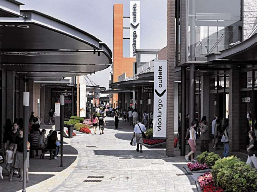 Outlet di vicolungo shopping e divertimento tra milano e for Casalinghi milano outlet