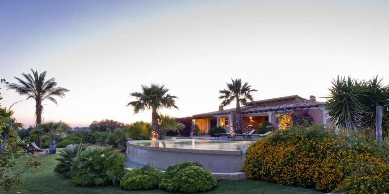 Bellissime ville con piscina in affitto in sicilia wevillas - Residence con piscina in sicilia ...